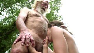 abuelo tiene sexo con su nieta de 18 anos videos pornograficos xxx
