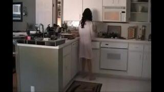 mi madre me pone caliente y le hago el sexo en la cocina videos pornografia